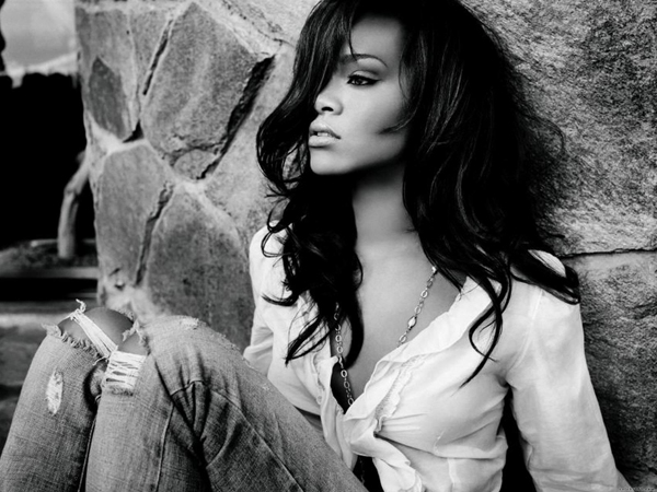 Rihanna sexiest pictures from her hottest photo shoots. (2)