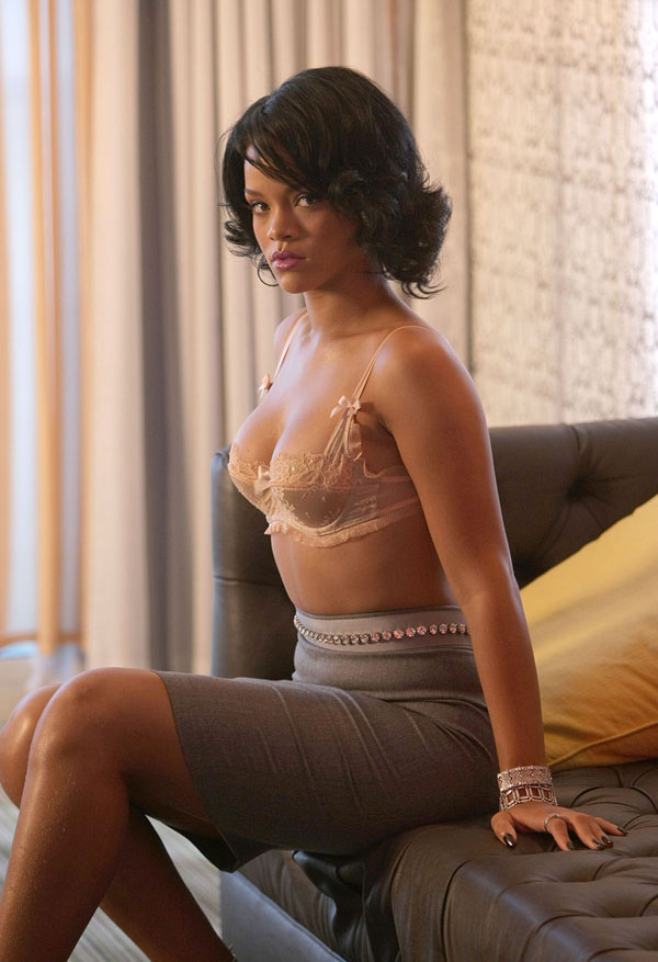 Rihanna sexiest pictures from her hottest photo shoots. (1)