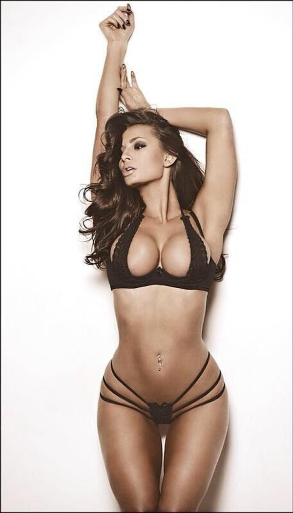 Rosie Roff sexiest pictures from her hottest photo shoots. (40)