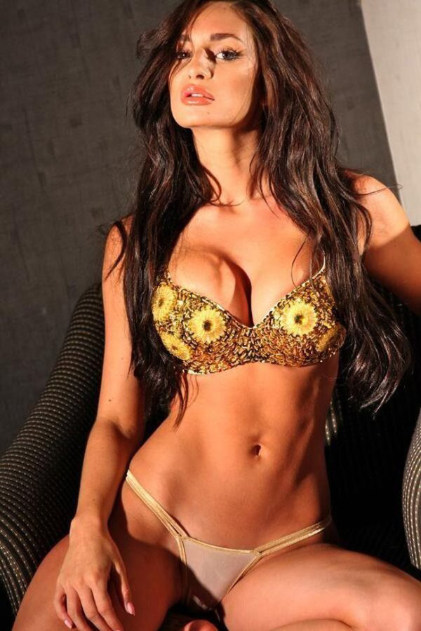 Rosie Roff sexiest pictures from her hottest photo shoots. (16)