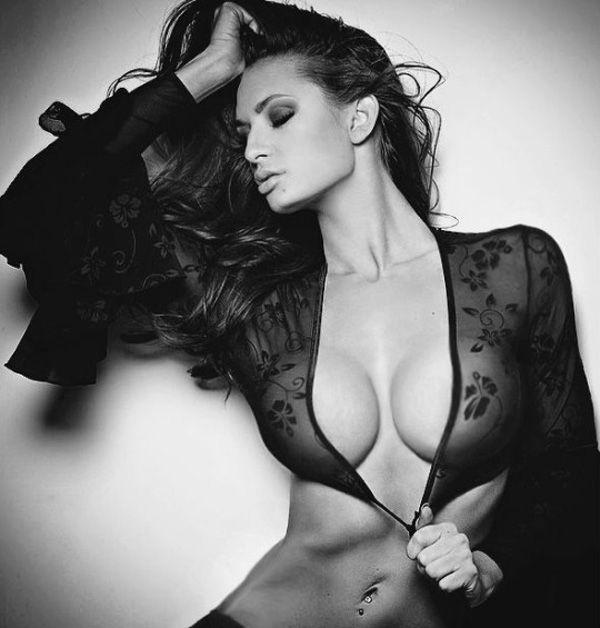 Rosie Roff sexiest pictures from her hottest photo shoots. (12)