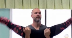 Cubs catcher David Ross Gets Fart in the Face (Video.)