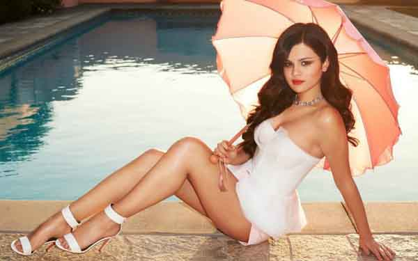 Selena Gomez sexiest pictures from her hottest photo shoots. (26)