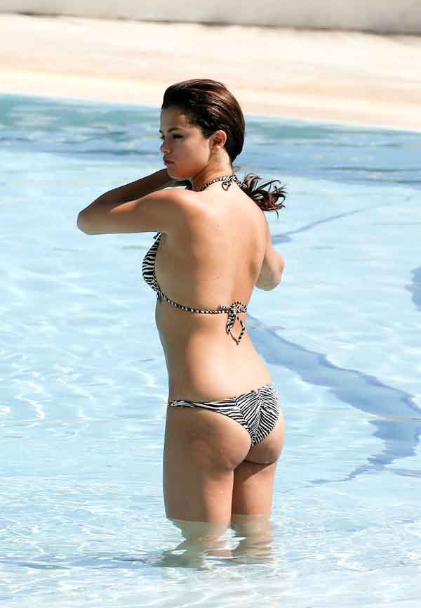 Selena Gomez sexiest pictures from her hottest photo shoots. (12)