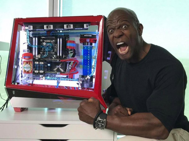 Terry Crews And His PC Are Perfect For Photoshop. (17)