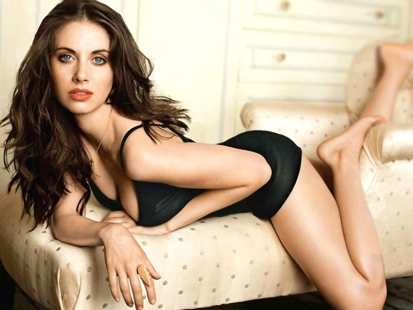 Alison Brie's sexiest pictures from her hottest photo shoots. (42)