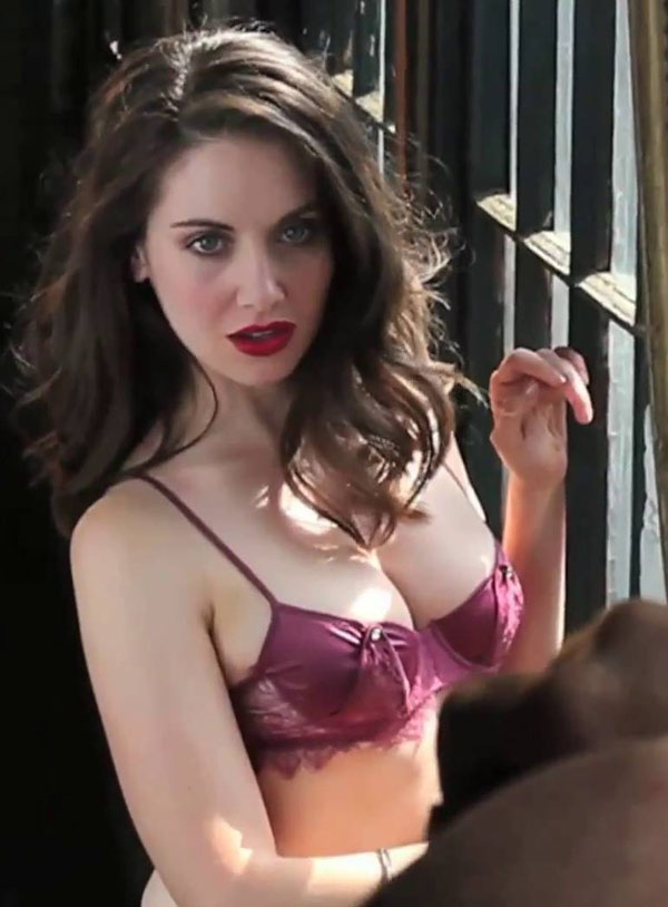 Alison Brie's sexiest pictures from her hottest photo shoots. (39)