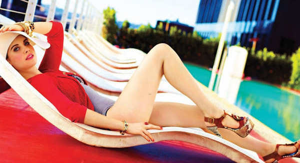Alison Brie's sexiest pictures from her hottest photo shoots. (36)
