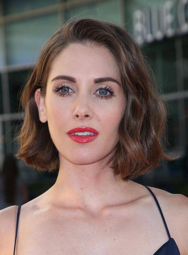 Alison Brie's sexiest pictures from her hottest photo shoots. (35)