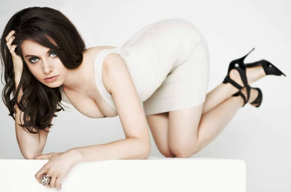Alison Brie's sexiest pictures from her hottest photo shoots. (33)