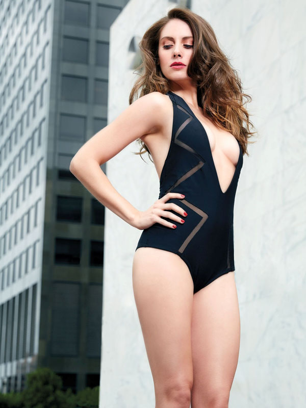Alison Brie's sexiest pictures from her hottest photo shoots. (32)