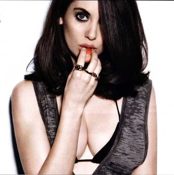 Alison Brie's sexiest pictures from her hottest photo shoots. (26)