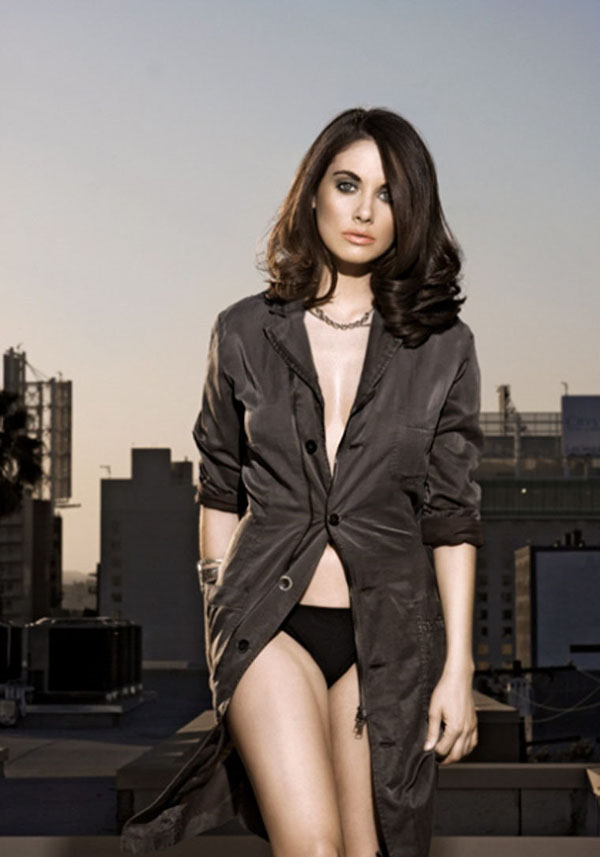 Alison Brie's sexiest pictures from her hottest photo shoots. (18)