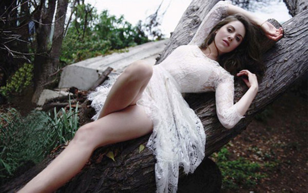 Alison Brie's sexiest pictures from her hottest photo shoots. (17)