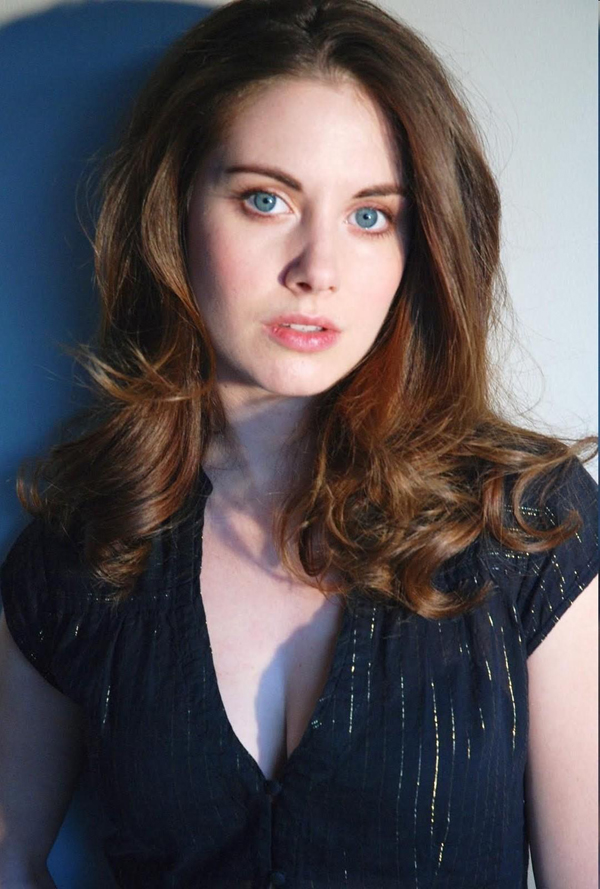 Alison Brie's sexiest pictures from her hottest photo shoots. (14)