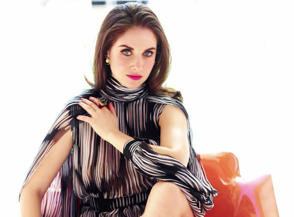 Alison Brie's sexiest pictures from her hottest photo shoots. (12)