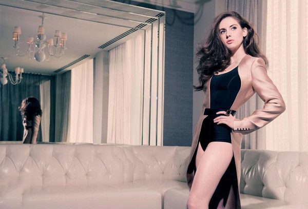 Alison Brie's sexiest pictures from her hottest photo shoots. (8)
