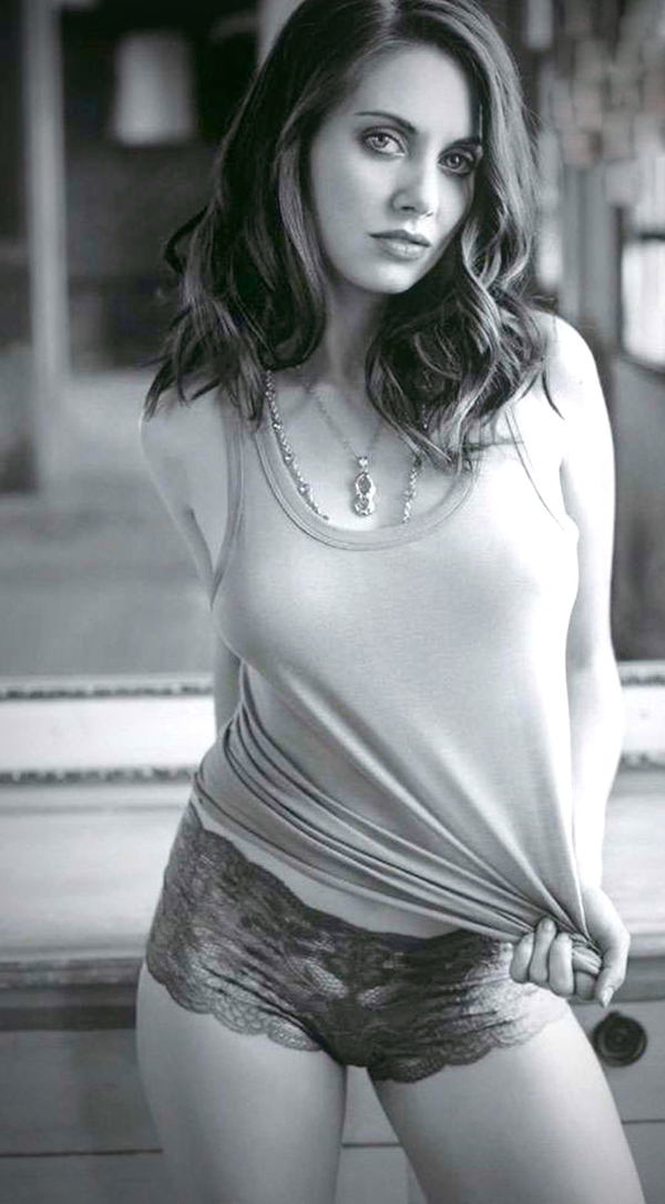 Alison Brie's sexiest pictures from her hottest photo shoots. (6)