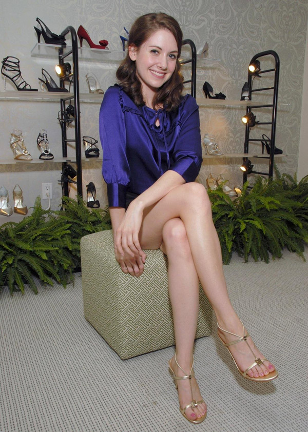 Alison Brie's sexiest pictures from her hottest photo shoots. (3)