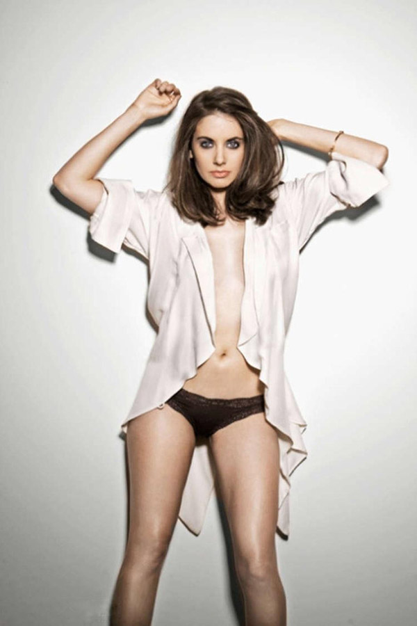 Alison Brie's sexiest pictures from her hottest photo shoots. (1)