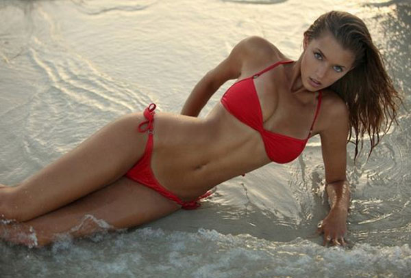 Alyssa Arce sexiest pictures from her hottest photo shoots. (15)