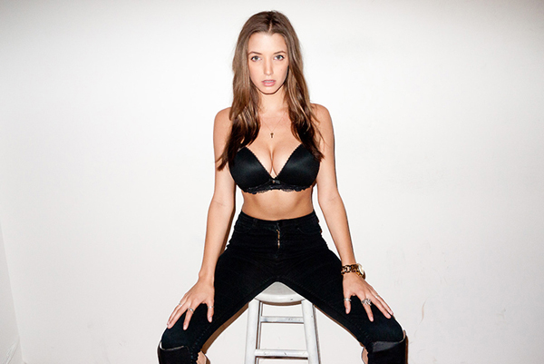 Alyssa Arce sexiest pictures from her hottest photo shoots. (5)