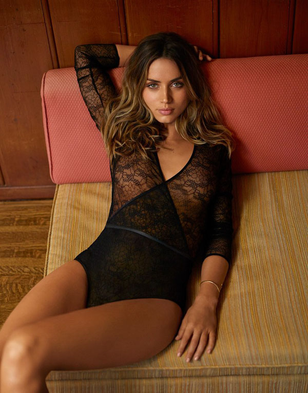 Ana de Armas sexiest pictures from her hottest photo shoots. (35)