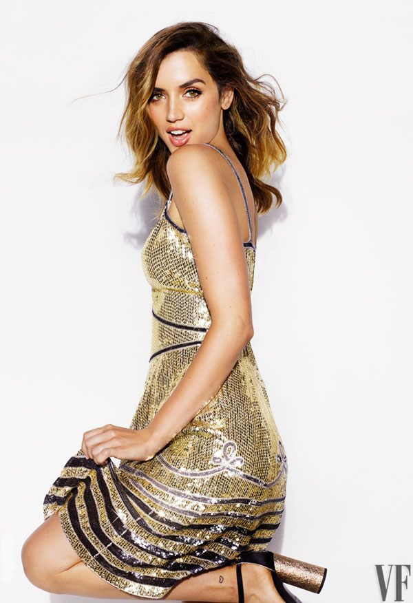Ana de Armas sexiest pictures from her hottest photo shoots. (23)