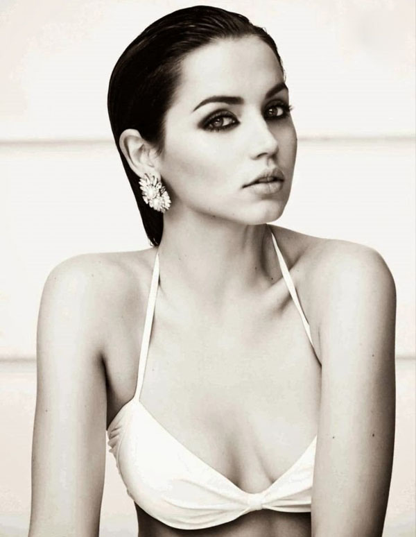 Ana de Armas sexiest pictures from her hottest photo shoots. (21)