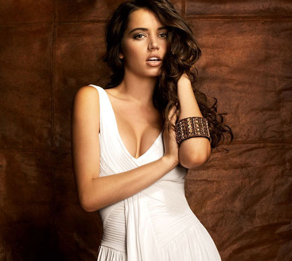 Ana de Armas sexiest pictures from her hottest photo shoots. (14)
