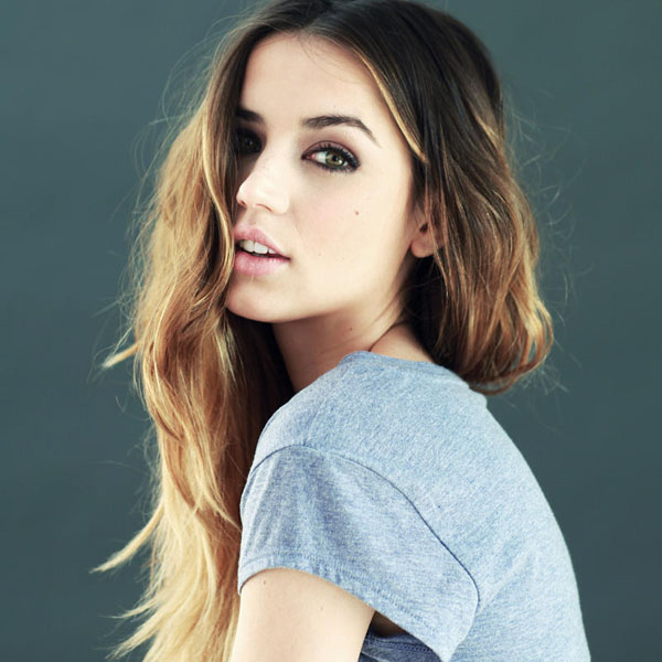 Ana de Armas sexiest pictures from her hottest photo shoots. (8)