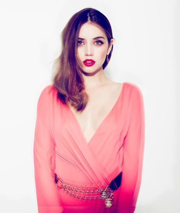 Ana de Armas sexiest pictures from her hottest photo shoots. (5)