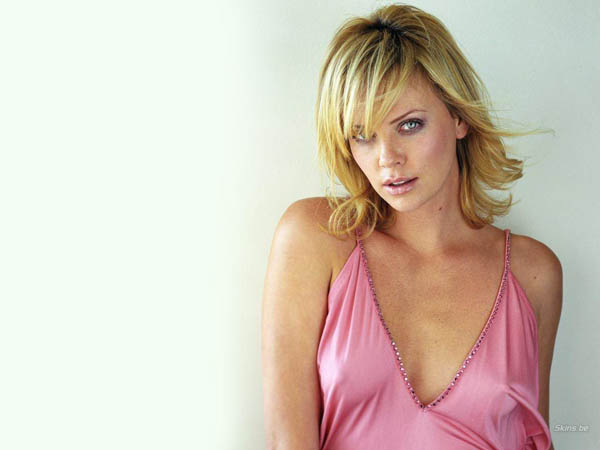 Charlize Theron sexiest pictures from her hottest photo shoots. (27)