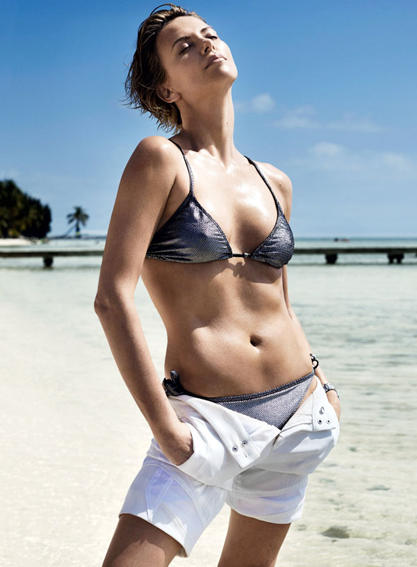 Charlize Theron sexiest pictures from her hottest photo shoots. (25)