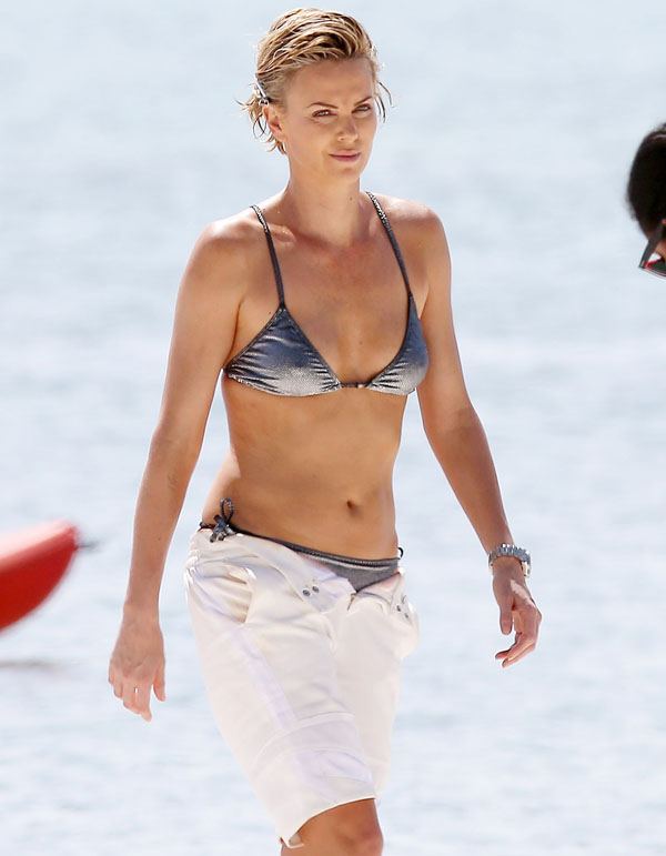 Charlize Theron sexiest pictures from her hottest photo shoots. (17)