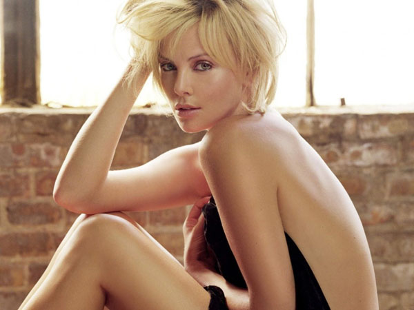 Charlize Theron sexiest pictures from her hottest photo shoots. (16)