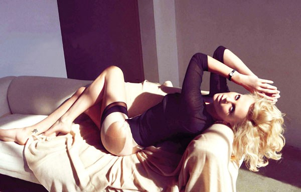 Charlize Theron sexiest pictures from her hottest photo shoots. (13)