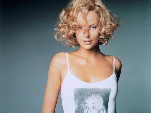 Charlize Theron sexiest pictures from her hottest photo shoots. (12)