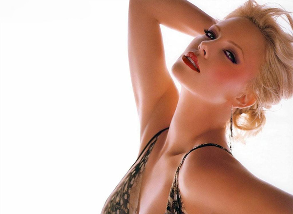 Charlize Theron sexiest pictures from her hottest photo shoots. (11)