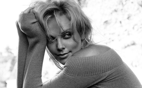 Charlize Theron sexiest pictures from her hottest photo shoots. (10)