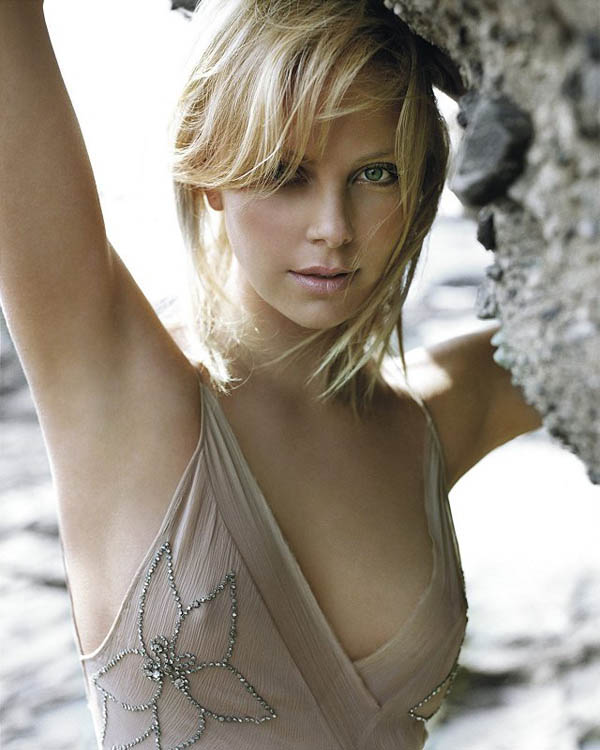 Charlize Theron sexiest pictures from her hottest photo shoots. (4)