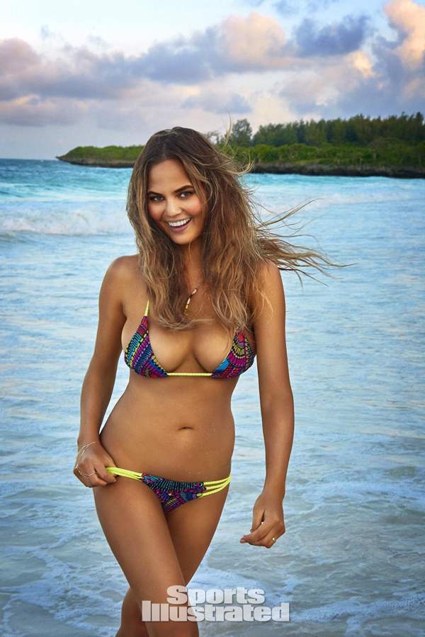Chrissy Teigen sexiest pictures from her hottest photo shoots. (35)