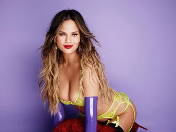 Chrissy Teigen sexiest pictures from her hottest photo shoots. (28)