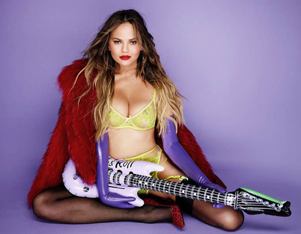 Chrissy Teigen sexiest pictures from her hottest photo shoots. (25)