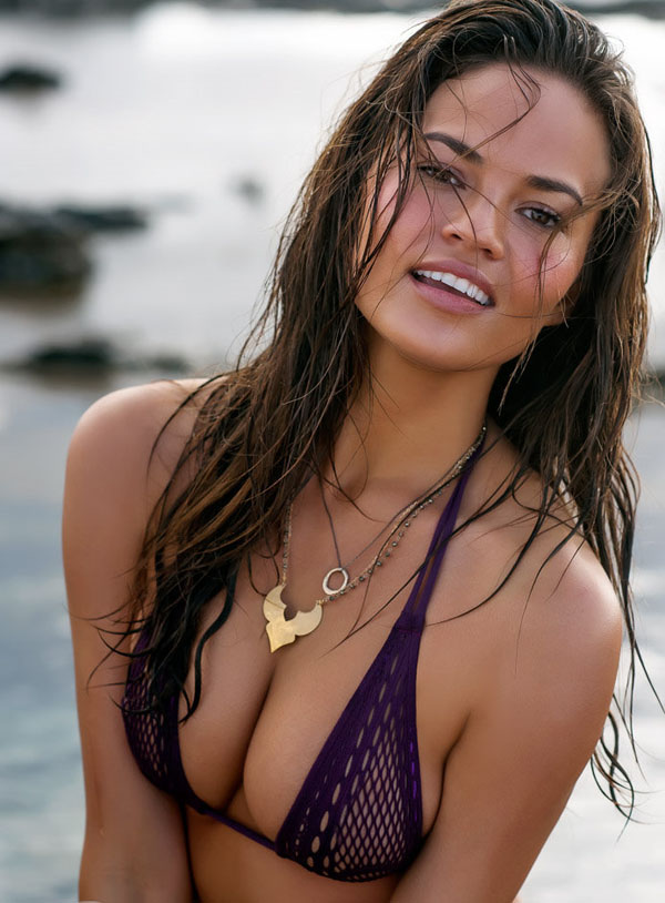 Chrissy Teigen sexiest pictures from her hottest photo shoots. (10)
