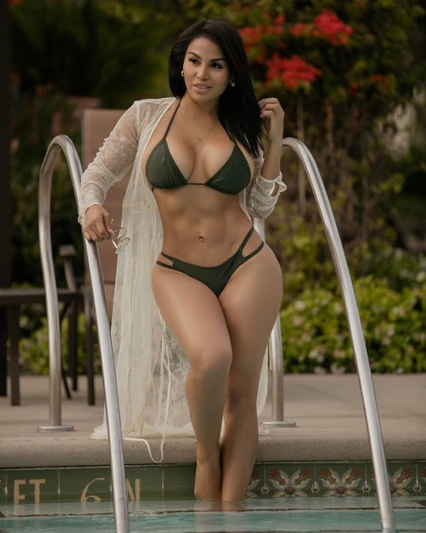 Dolly Castro sexiest pictures from her hottest photo shoots. (29)