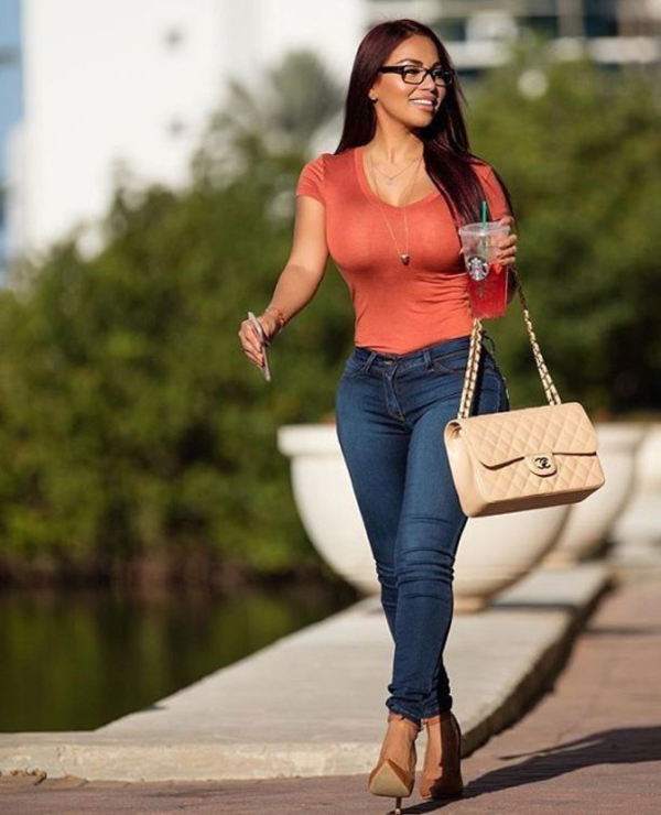 Dolly Castro sexiest pictures from her hottest photo shoots. (27)