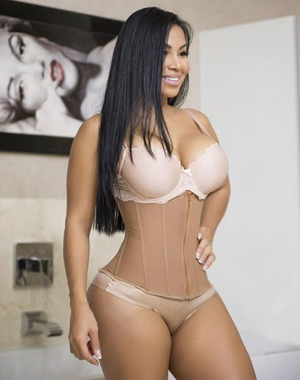 Dolly Castro sexiest pictures from her hottest photo shoots. (16)