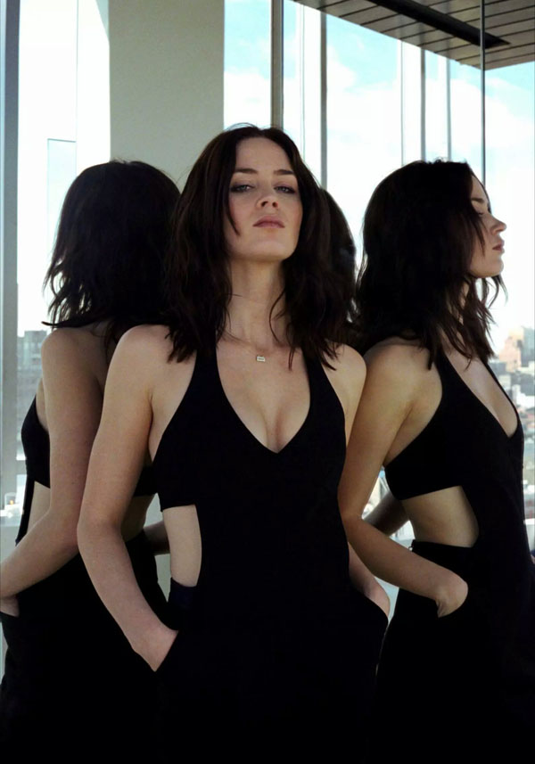 Emily Blunt sexiest pictures from her hottest photo shoots. (36)
