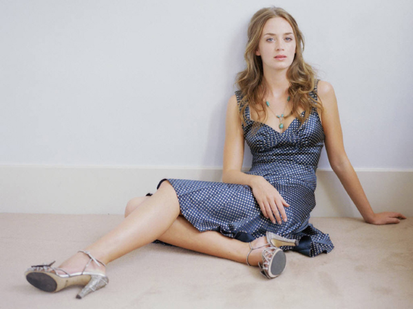 Emily Blunt sexiest pictures from her hottest photo shoots. (35)